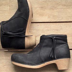 EUC Dansko clog ankle boot w/ tassel & zipper